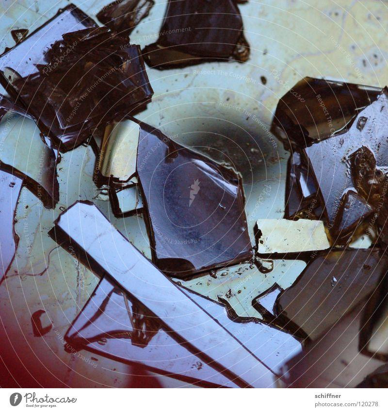 PENG!!! - die Zweite Teekanne Thermoskanne Earl Grey Tee kaputt geplatzt Scherbe Zerstörung Spiegel durcheinander Wut Makroaufnahme Nahaufnahme Rote Teekanne