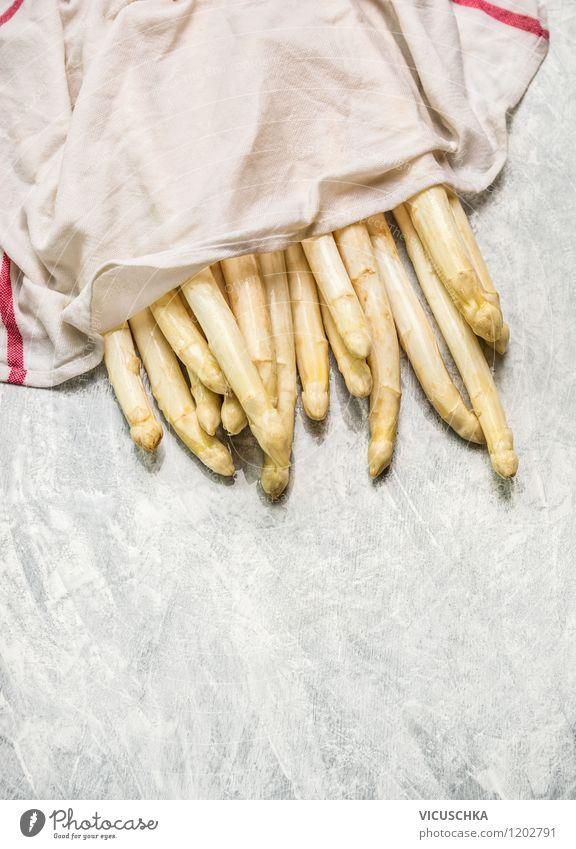 Spargel in einem nassen Küchentuch Natur weiß Gesunde Ernährung Leben Stil Essen Hintergrundbild grau Foodfotografie Lebensmittel Design Tisch