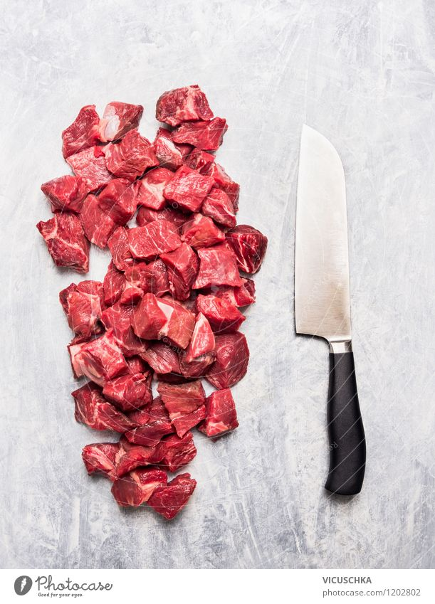 Fleischwürfel und Messer Gesunde Ernährung Stil Essen Foodfotografie Lebensmittel hell Design Tisch Kochen & Garen & Backen Küche Bioprodukte Würfel