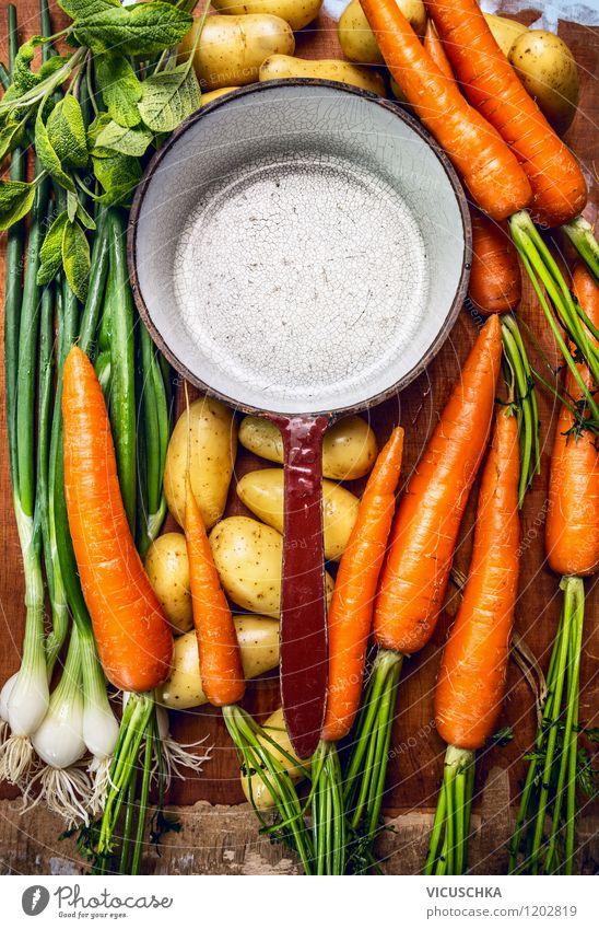 Alter Topf und frische Saisongemüse fürs Kochen Gesunde Ernährung Leben Stil Hintergrundbild Lebensmittel Design Kochen & Garen & Backen Küche Gemüse