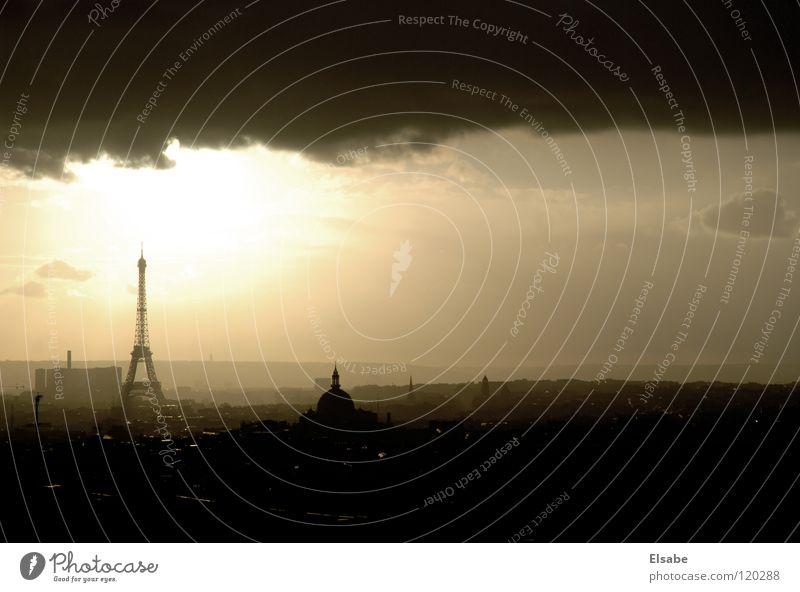 Studenten-Aussicht Paris Tour d'Eiffel Panorama (Aussicht) Wolken Luft Frankreich Europa Dachboden Sonnenlicht Sonnenstrahlen Balkon Fenster Stadt Himmel Licht