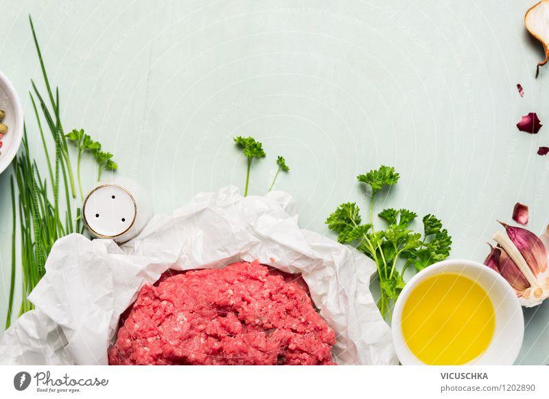 Hackfleisch mit frischen Kräutern und Gewürzen Lebensmittel Fleisch Kräuter & Gewürze Öl Ernährung Mittagessen Abendessen Bioprodukte Diät Schalen & Schüsseln