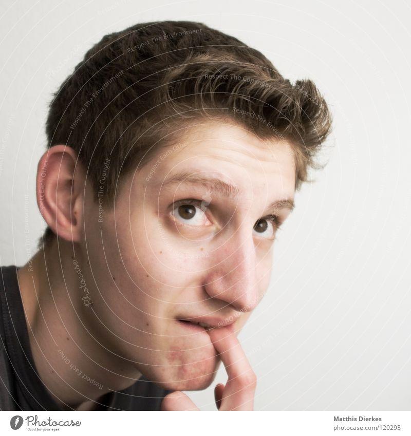 Nagender Zweifel Mann Jugendliche Gesicht Ernährung Haare & Frisuren Denken Arbeit & Erwerbstätigkeit Mund Hintergrundbild Nase geschlossen Finger planen Bekleidung T-Shirt Ohr