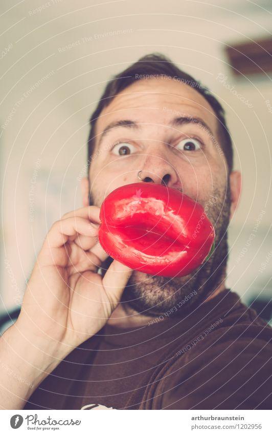 Rote Lippen Paprika Lebensmittel Gemüse Ernährung Freude Gesundheit Spielen Mensch maskulin Junger Mann Jugendliche Vater Erwachsene 1 30-45 Jahre T-Shirt