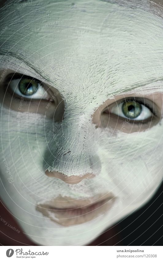 maskiert schön Kosmetik Schminke Junge Frau Jugendliche Erwachsene Auge Nase Mund Maske weiß Nasenspitze Farbfoto Porträt Körperpflege Hautpflege