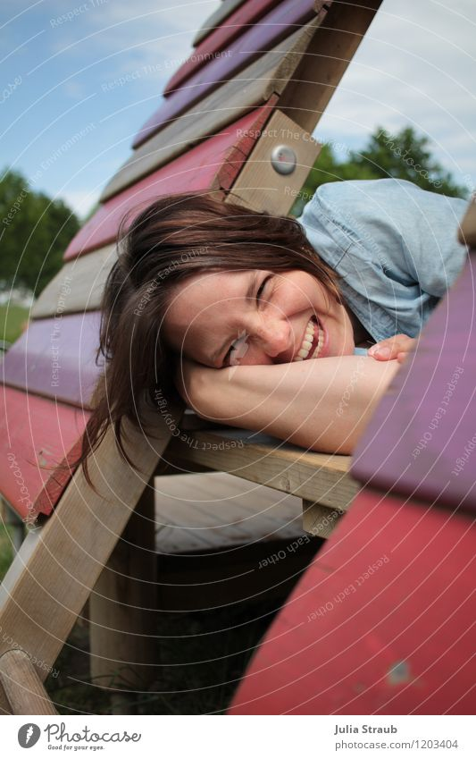 ach wie schön Mensch Frau Himmel Baum Freude Erwachsene Leben feminin Gesundheit Spielen Glück lachen glänzend liegen Zufriedenheit