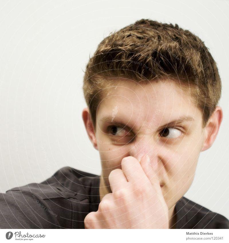 Nose contact Mann Jugendliche Ärger Geruch ärgerlich zynisch Gel Haare & Frisuren T-Shirt Bekleidung Oberkörper Porträt Krieg Kontakt schreien Wut ungewiss