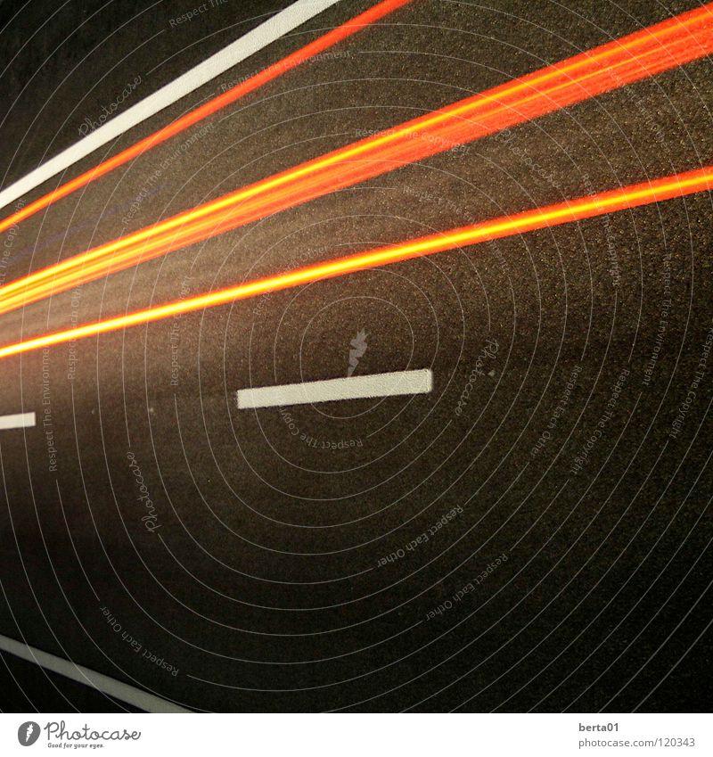 Lichtgeschwindigkeit weiß rot Straße dunkel Geschwindigkeit Rasen Streifen Autobahn Verkehrswege gefangen Teer unterwegs Lichtgeschwindigkeit