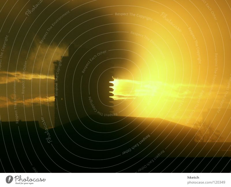 Light my Fire Nebel Hochhaus Wolken Gegenlicht brennen Feuer Brand Sonne Rauch