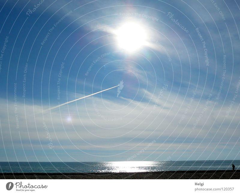 Sonnenschein und blauer Himmel mit Wölkchen am Mittelmeer Sommer Sonnenstrahlen Beleuchtung Reflexion & Spiegelung Wolken Flugzeug Meer Meerwasser See Küste