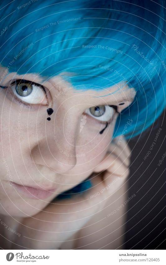 bleuet Haare & Frisuren Schminke Karneval Junge Frau Jugendliche Erwachsene Auge Maske Perücke blau Schüchternheit verlegen verkleiden Karnevalskostüm Porträt