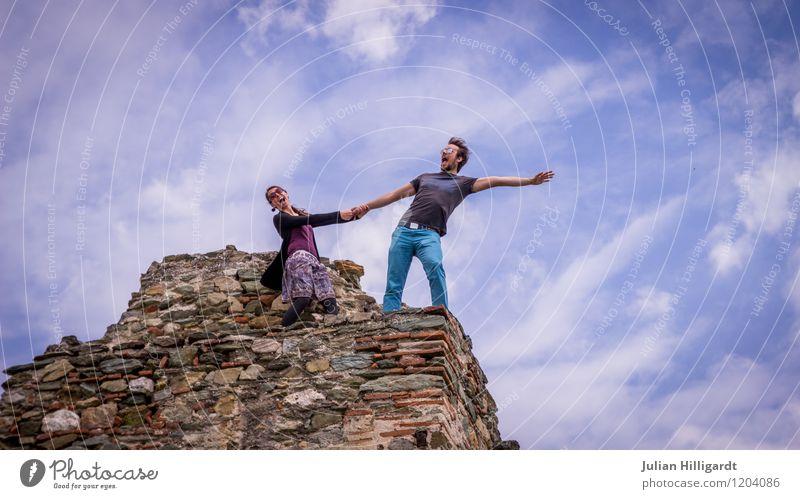 spring nicht! Mensch Natur Ferien & Urlaub & Reisen Jugendliche Stadt blau Junge Frau Junger Mann Freude 18-30 Jahre Erwachsene Wand Gefühle feminin Stil Mauer