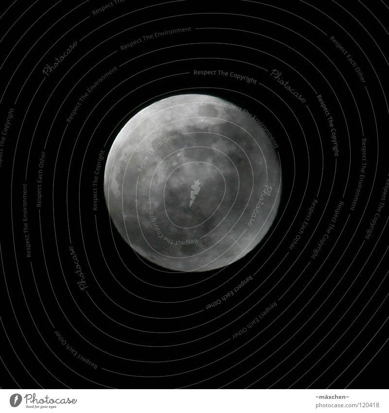 Vollmond Ferne Mondschein dunkel schwarz weiß grau Vulkankrater Nacht schlafen ruhig träumen Himmelskörper & Weltall Luftverkehr moon la le lu mann im mond alt