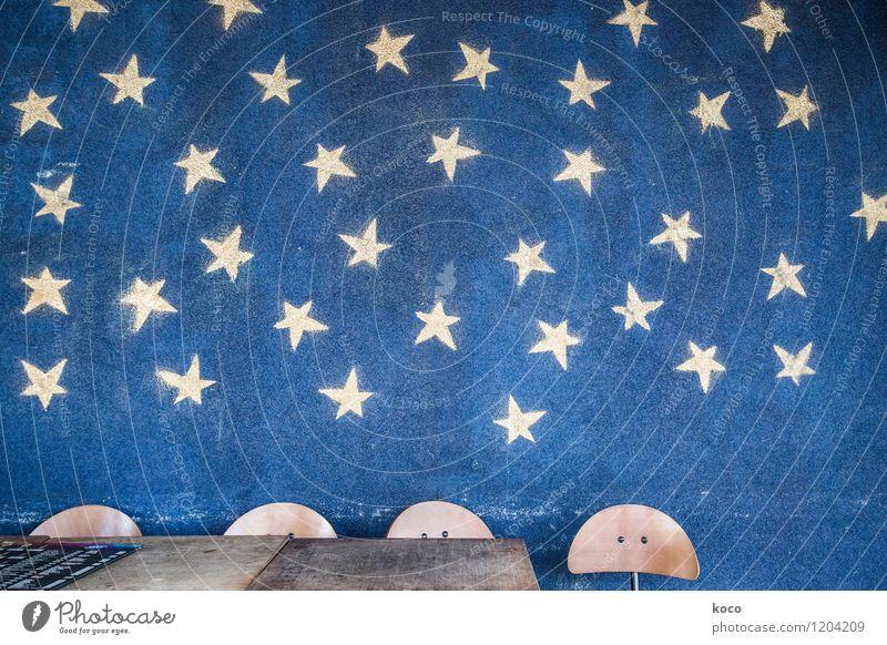 Ich schenk dir den Sternenhimmel. Himmel Nachthimmel Tisch Stuhl Beton Holz Stern (Symbol) authentisch eckig einfach retro trashig blau gelb Farbfoto