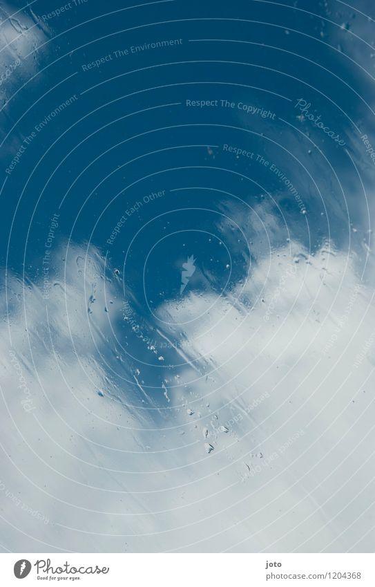 hinter glas nur Himmel Wolken Wetter Regen Ferne frei Unendlichkeit nass Schutz Hoffnung Fernweh Freiheit Frieden Leichtigkeit stagnierend Glasscheibe Unschärfe