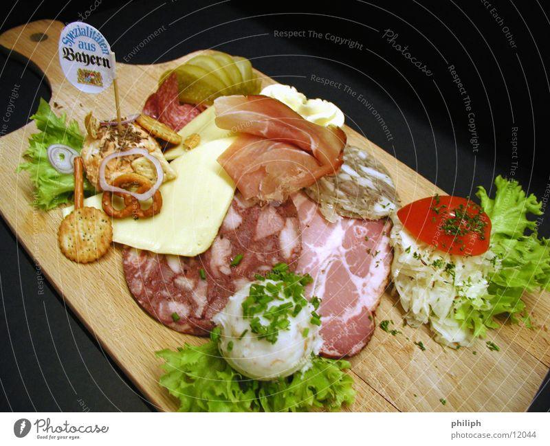 WurstBrett Ernährung Lebensmittel Gastronomie Restaurant Bayern Fleisch Holzbrett Oktoberfest Wurstwaren Käse Holz Schweinefleisch Schinken Speck
