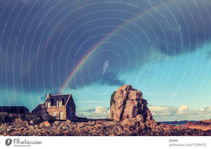 Regenschirm Natur Landschaft Horizont Schönes Wetter Gewitter Felsen Küste Menschenleer Einfamilienhaus Traumhaus alt groß Unendlichkeit schön blau braun