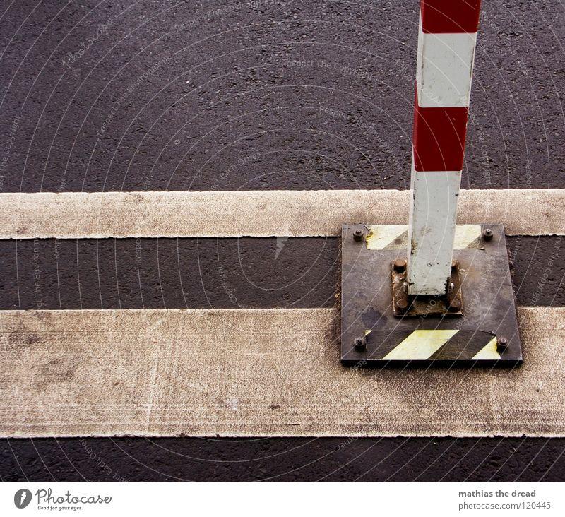 DON'T CROSS THE LINE schön Stadt Einsamkeit schwarz gelb Farbe Straße kalt grau Wege & Pfade Metall Linie Eis dreckig Schilder & Markierungen geschlossen
