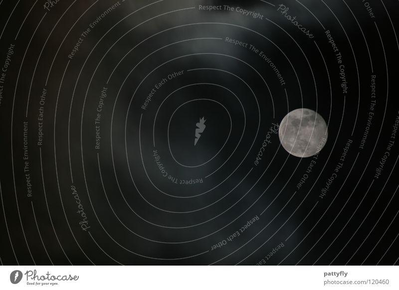 Punkt Punkt Komma Strich.. Vollmond Wolken schlechtes Wetter dunkel Beleuchtung Nacht Schlafwandeln Halloween Stimmung Himmelskörper & Weltall Mond cloudy hell