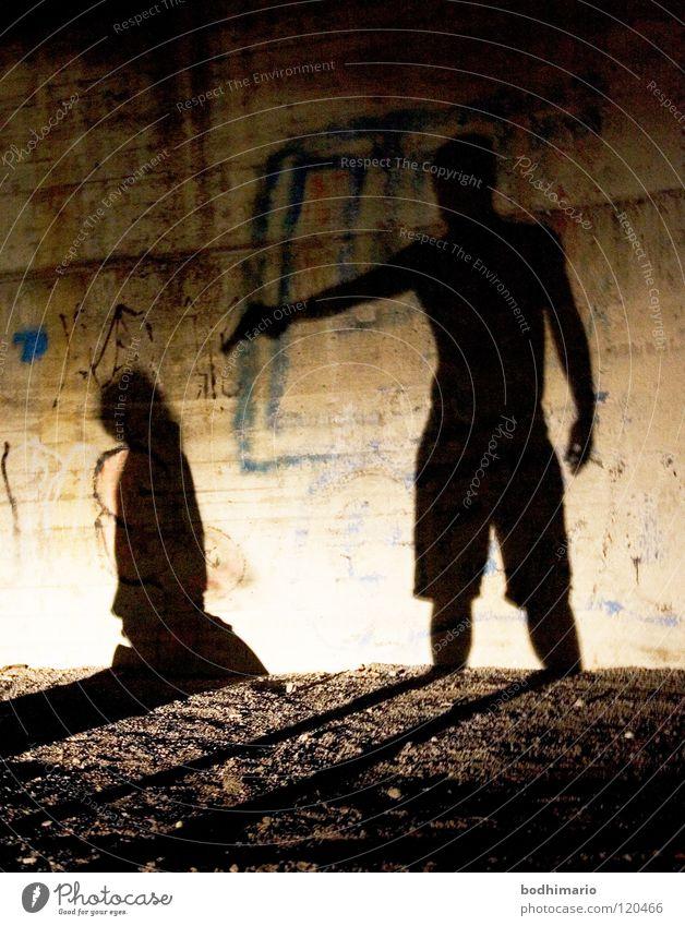 Murder in the Dark Nacht Waffe Kriminalität Ghetto Angst Panik gefährlich unterirdisch Mord Tod Backstreet Gewalt Schatten Mörder mörderisch knien Hinrichtung