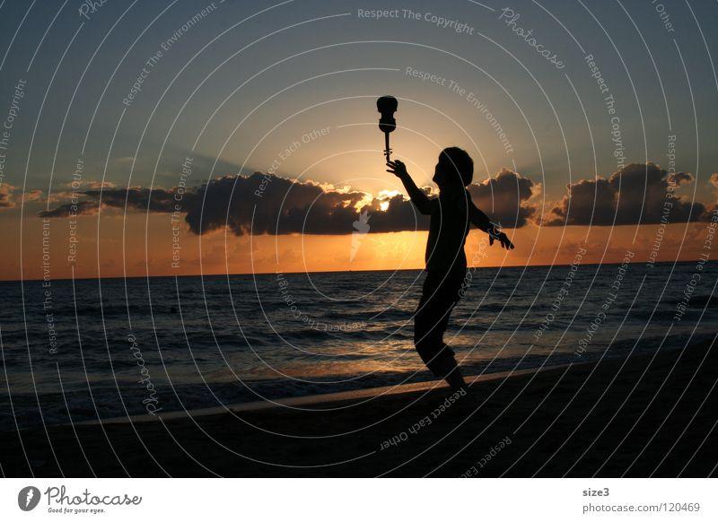 Am Strand Valentinstag Meer Sonnenuntergang Geige Zirkus Gleichgewicht Sizilien Kunststück