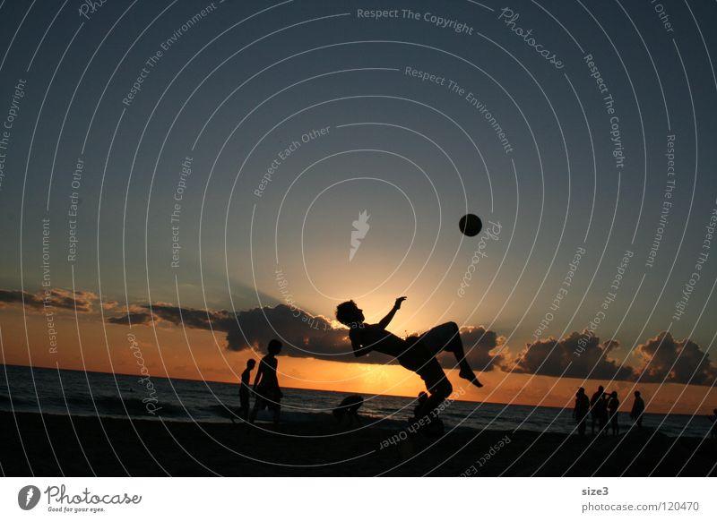 Sizilien am Strand Meer Gleichgewicht Zirkus