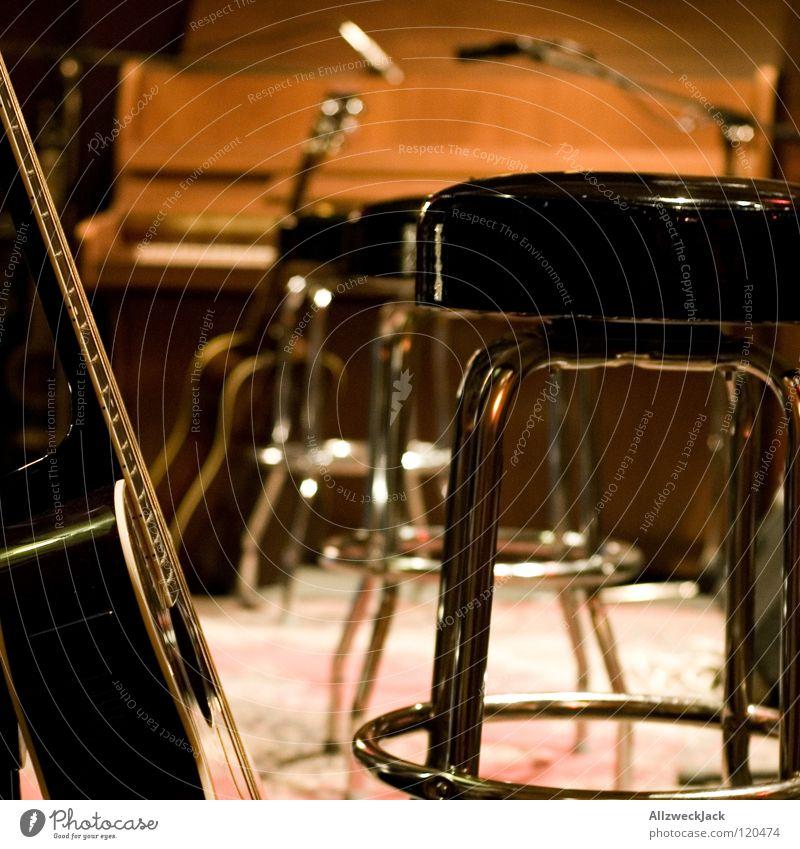unplugged Musik Musik unplugged Hocker Bühne Klavier Pause Konzert Mikrofon Gitarre Stuhl halbzeit microphone warten vor dem gick