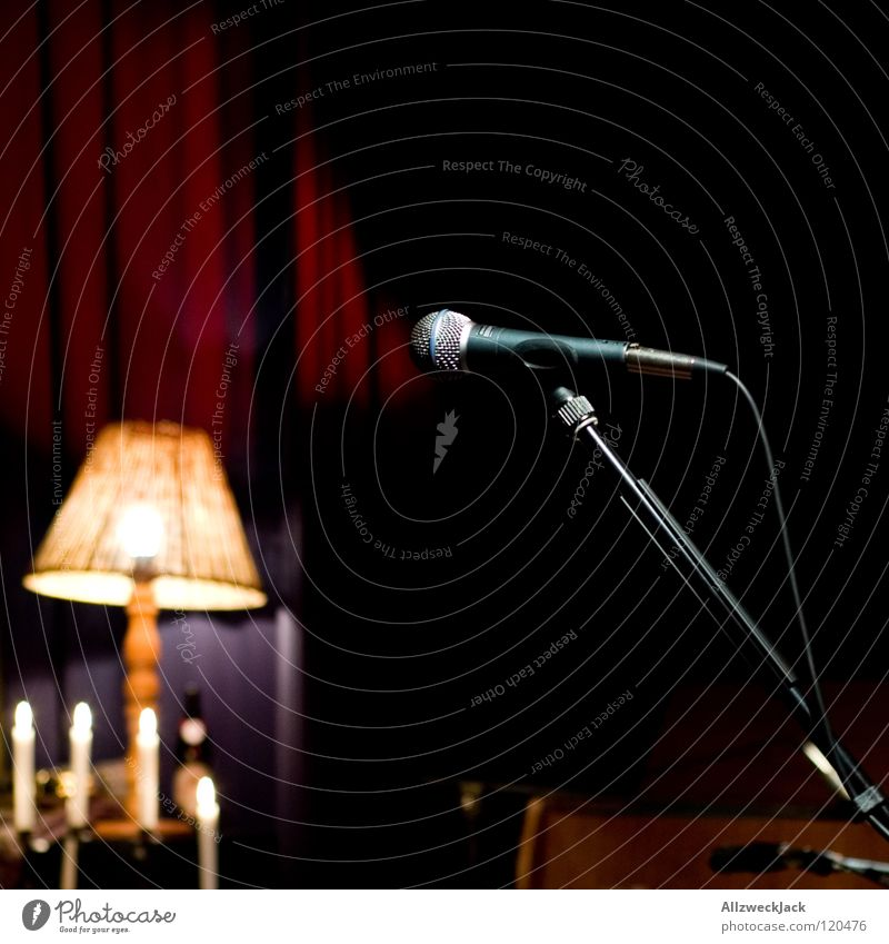unplugged Musik Musik unplugged Bühne Pause Konzert Mikrofon Lampe Kerze dunkel leer Beleuchtung halbzeit microphone warten vor dem gick unbesetzt