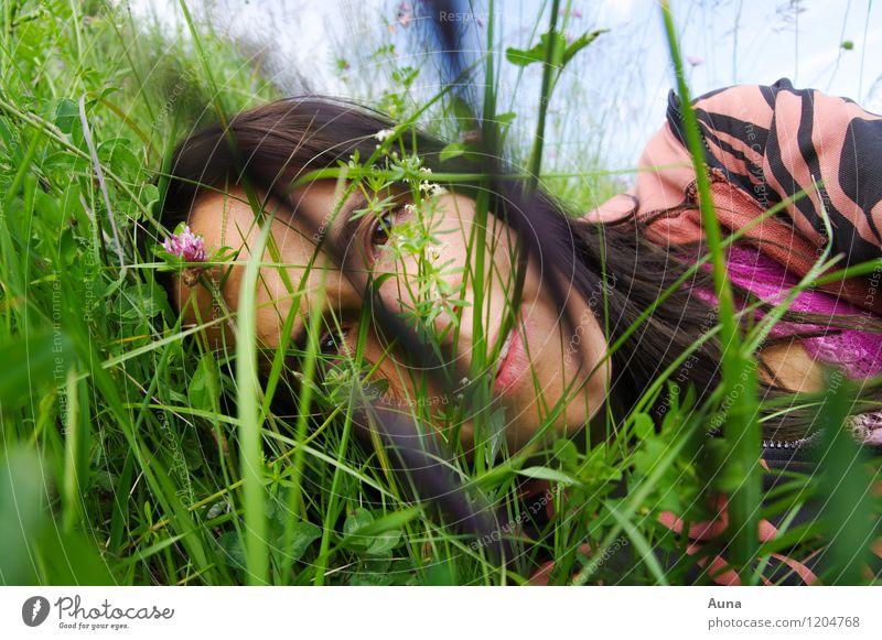 Ich im Gras Mensch Frau Natur Jugendliche schön grün Sommer Erholung 18-30 Jahre Erwachsene Gesicht Frühling Wiese natürlich feminin