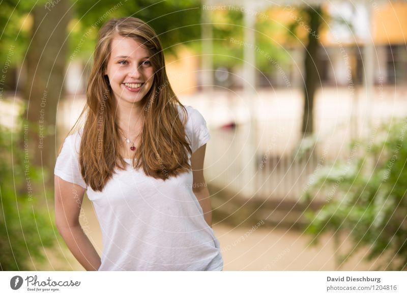 Be smile Mensch Kind Natur Jugendliche Pflanze Sommer Junge Frau Baum 18-30 Jahre Erwachsene Gesicht Frühling Glück Haare & Frisuren Zufriedenheit Kraft