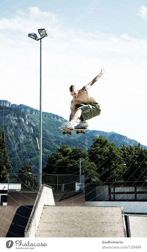 RampAir Österreich Dornbirn Sportpark Vergnügungspark Skateboarding Rampe Punkrock fahren Extremsport Funsport Spielen Frontside High Soldier Contest