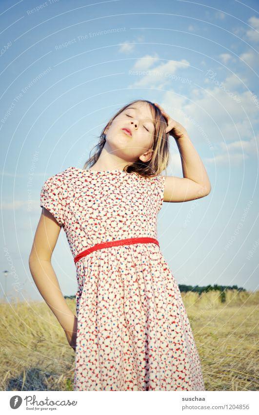 es war einmal im sommer ... Kind Mädchen schön Kleid Sommer Natur Außenaufnahme Haare & Frisuren langhaarig Himmel Arme Hand Gesicht Auge Nase Mund Stolz