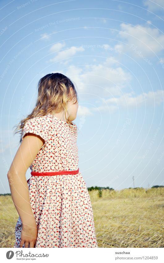 es war einmal im sommer .. Kind Mädchen Gesicht Arme Hand Haare & Frisuren Kleid Außenaufnahme Feld Himmel Natur Landschaft Sommer gestikulieren Schauspieler