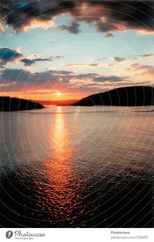 Wann werden wir uns wieder sehen? Norwegen Sonnenuntergang Reflexion & Spiegelung Ferien & Urlaub & Reisen Wolken Hügel Oslo Fernweh Trauer Erinnerung Wellen
