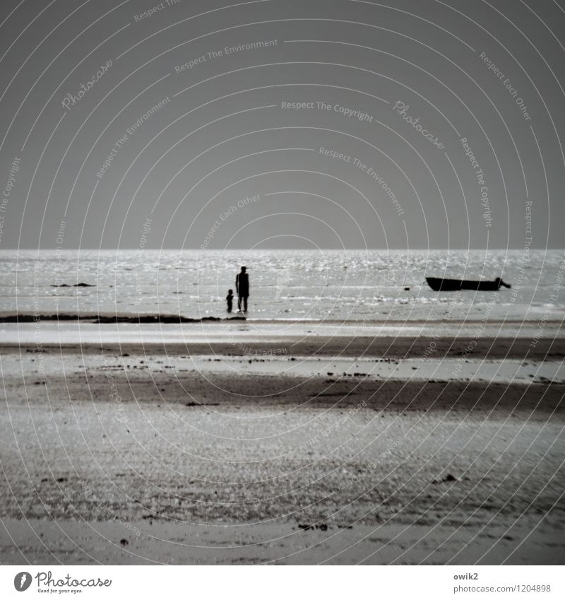 Ebbe Mensch Kind Natur Ferien & Urlaub & Reisen Wasser Einsamkeit Landschaft Ferne Strand Erwachsene Umwelt Wärme Küste Freiheit hell Horizont