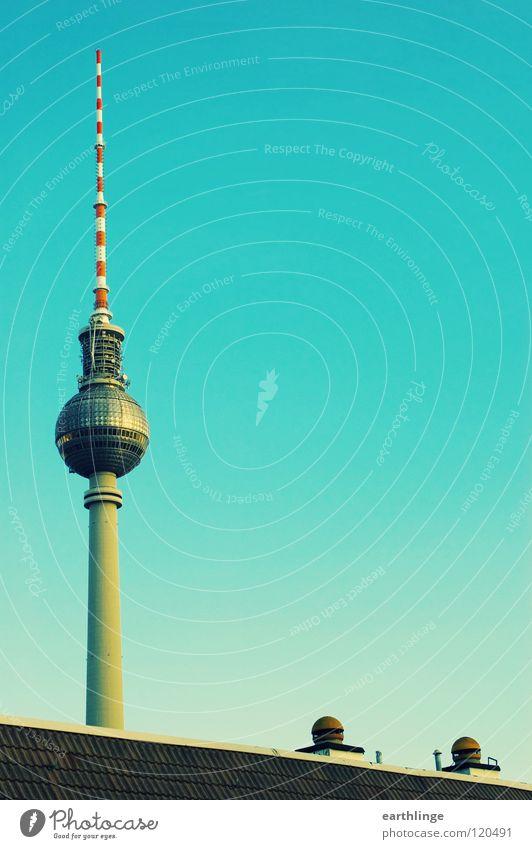 Heute: Telespargel Funkturm Dach grün Belüftung Hochformat vertikal Alexanderplatz Ferne Farbfoto erhaben Eyecatcher Aussicht Wahrzeichen Denkmal Berlin