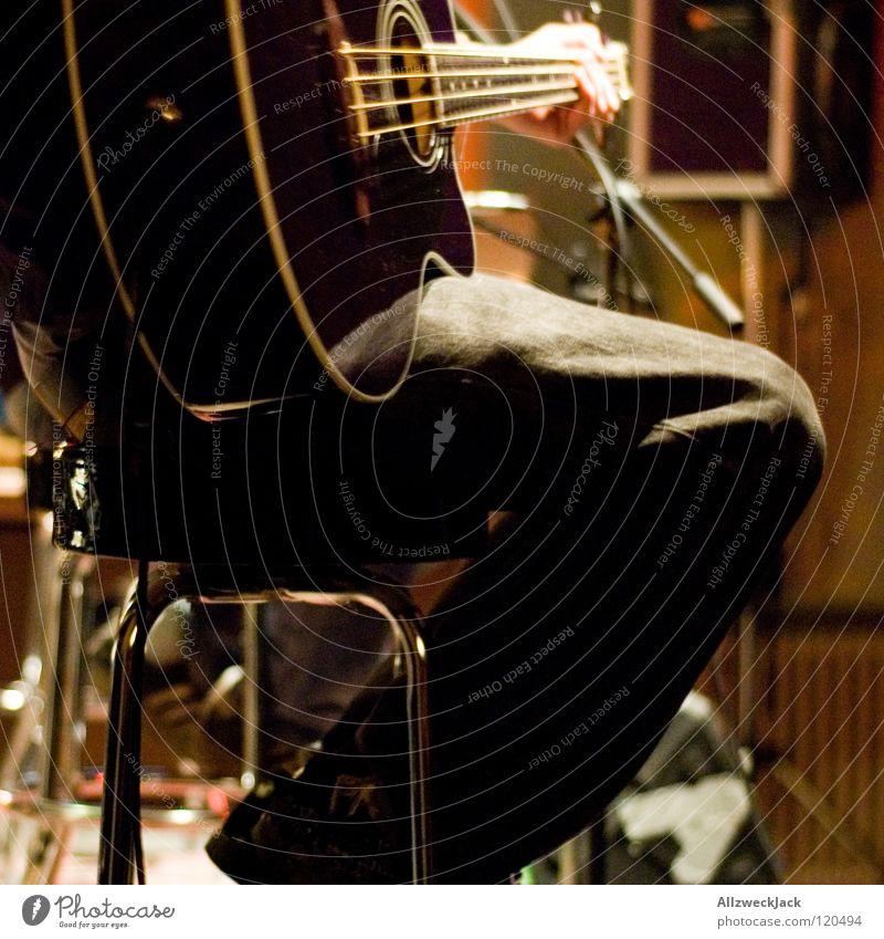 unplugged Musik Musik unplugged Hocker Bühne Klavier Pause Konzert Mikrofon Saite Spielen rocken Länder Elektrobass akustisch Gitarre Stuhl halbzeit microphone