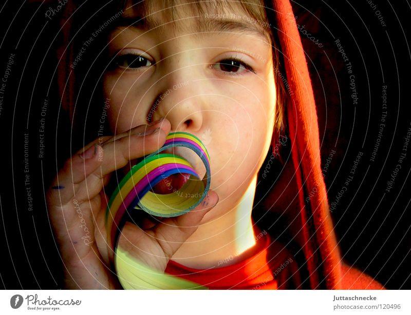 It´s Fasching, man! Kind Freude Gesicht Junge Party Feste & Feiern lustig Karneval blasen Wange Kapuze Konfetti Girlande Luftschlangen