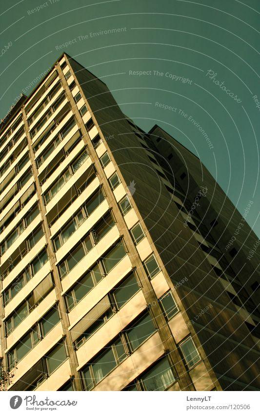 BILDUNGSTEMPEL Haus Hochhaus Wohnhochhaus Wohnung Gebäude Stadtleben zyan Hochformat Außenaufnahme Bildung Wissenschaften Etagenwohnen Plattenbau Mehretagenhaus