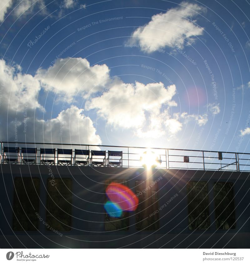 Nur 7 Plätze frei Himmel blau rot Ferien & Urlaub & Reisen Sonne Sommer Meer Wolken schwarz Fenster See Beleuchtung Wasserfahrzeug Glas fahren Fluss