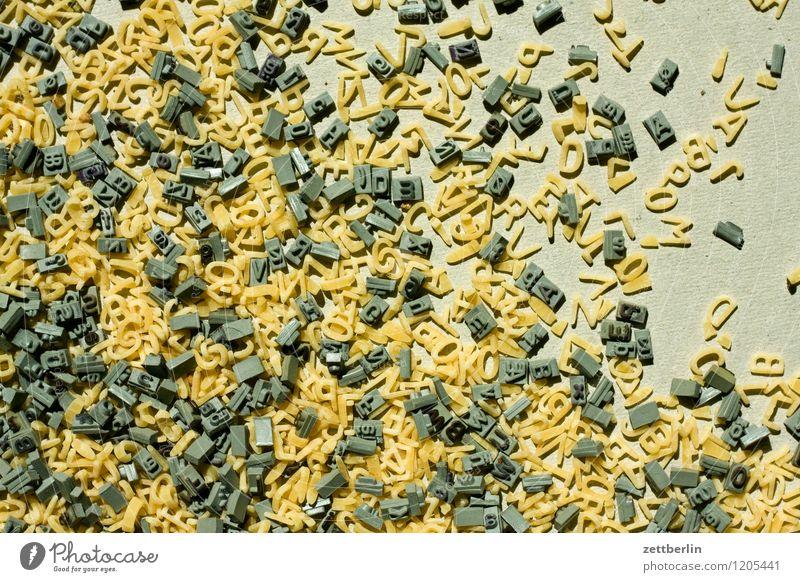 Buchstaben Schriftzeichen schreiben Text Schriftsetzer Schriftstück schriftlich Buchstabensuppe Druckerei Setzerei Typographie durcheinander chaotisch