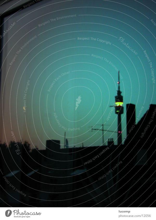 Fernsehturm Dortmund Nightshot Reflexion & Spiegelung Gebäude Nacht Nachtaufnahme Kulisse Horizont Architektur Turm Abend Abenddämmerung Beleuchtung Klarheit