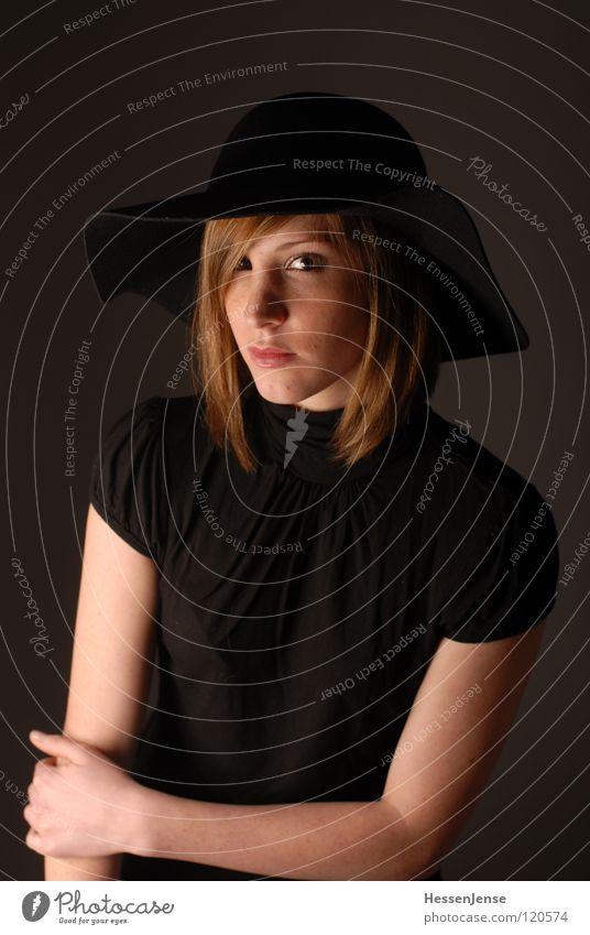 Person 10 Frau schön Gesicht schwarz Einsamkeit Gefühle Haare & Frisuren Religion & Glaube warten Deutschland Hintergrundbild Zeit sitzen Hoffnung Trauer Wunsch