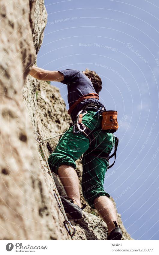 Master of Rock V 1 Mensch sportlich Klettern stark Krafttraining Sportler Kletterseil Kletterschuh Kletterausrüstung Himmel Mann aufwärts Absicherung gefährlich