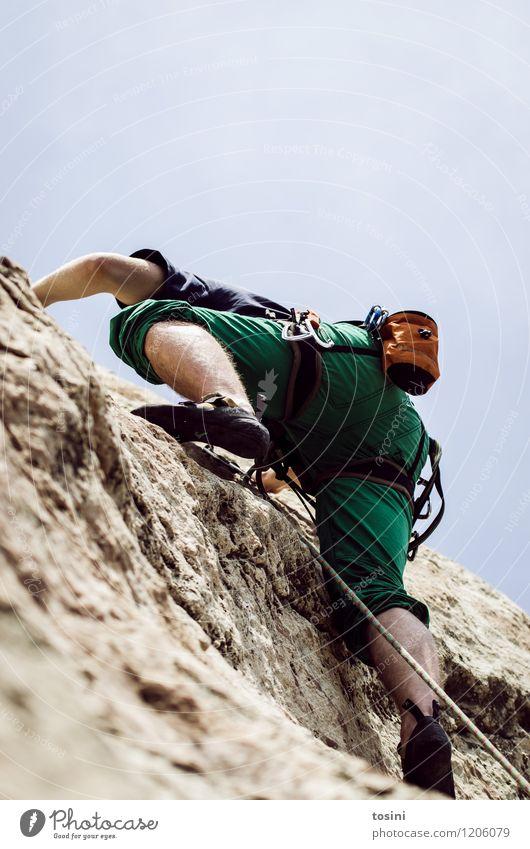 Master of Rock III 1 Mensch sportlich Klettern stark Kraft Sportler Kletterseil Kletterschuh Kletterausrüstung Himmel Mann aufwärts Absicherung gefährlich