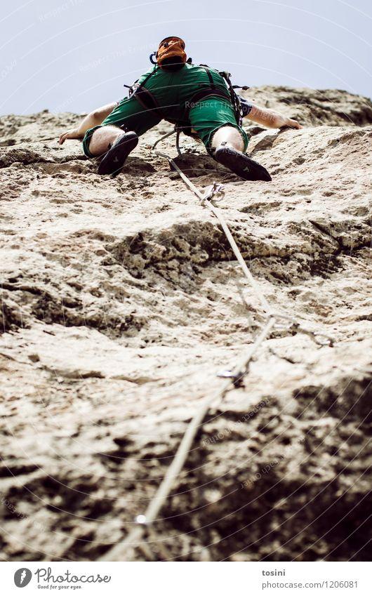 Master of Rock IV 1 Mensch sportlich Klettern stark Krafttraining Sportler Kletterseil Kletterschuh Kletterausrüstung Himmel Mann aufwärts Absicherung