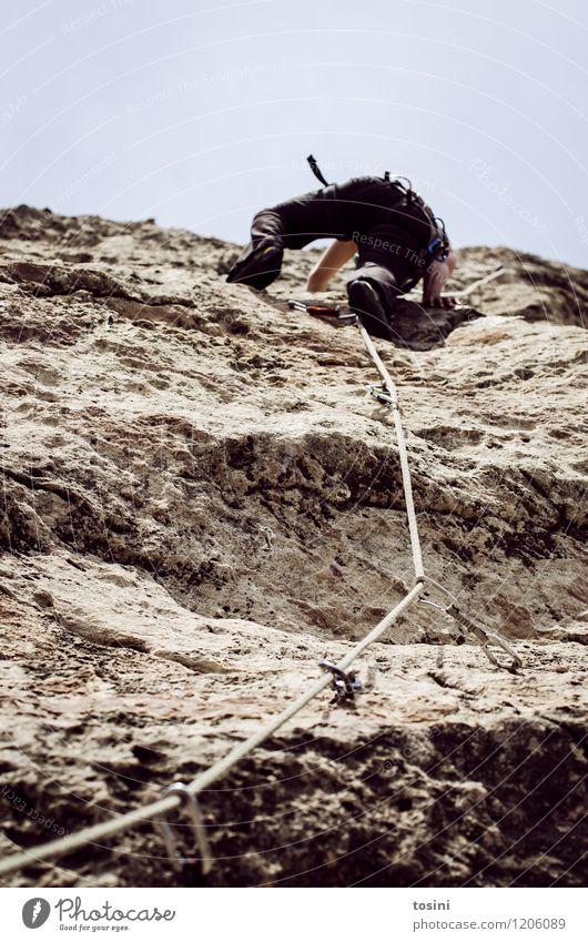 Master of Rock II Junger Mann Jugendliche Erwachsene 1 Mensch sportlich Klettern Seil Absicherung karabiner Sportler gefährlich Felswand Felsen Berge u. Gebirge