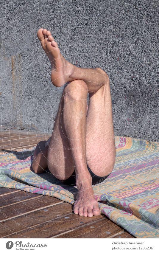 zu fuss Freude Zufriedenheit ruhig Ferien & Urlaub & Reisen Sommer Sommerurlaub Sonne Sonnenbad Strand Meer Mann Erwachsene Beine 1 Mensch genießen schlafen
