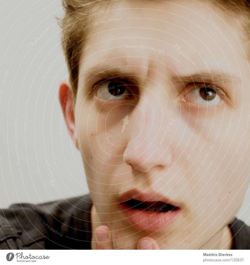 Denker III Mann Jugendliche Ärger Denken Beule Körperhaltung untergehen ernst humorlos Philosoph Konzentration verbissen Gefühle Wut planen Erfolg Mensch Nase