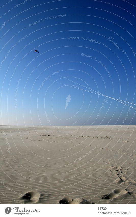 Tag am Meer 02 Strand Schönes Wetter Fußspur Horizont Sturm Ebbe Niederlande Küste Sand Drache Drachen steigen lassen Himmel blau Wind Flut